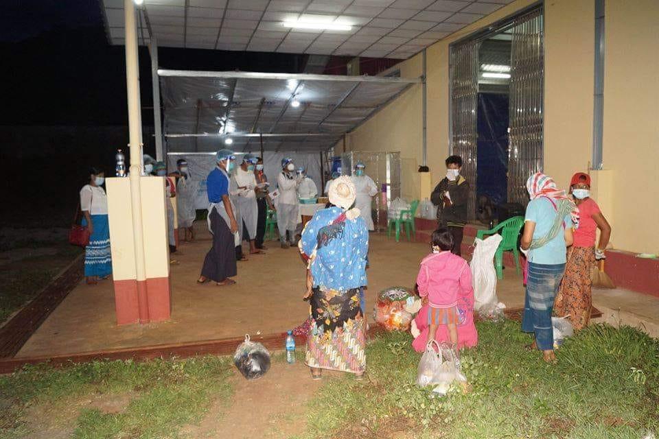 Government, EAOs Monitor Returnees Through Karenni State Border Gates